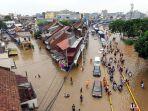 foto-udara-banjir-rendam-jalan-jatinegara-barat_20200101_235108.jpg