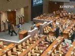Meski Menuai Polemik, DPR Sahkan RUU Cipta Kerja Jadi Undang-undang
