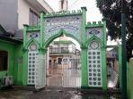 gapura-bertuliskan-makam-habib-ahmad-bin-alwi-al-haddad-atau-habib-kuncung.jpg