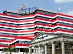 gedung-bank-jateng-dibalut-bendera-merah-putih_20180804_180650.jpg
