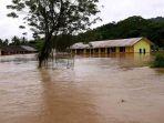 gedung-sekolah-di-desa-mehanggin-kecamatan-muaradua-terendam-banjir_20180325_015439.jpg
