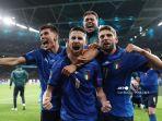 gelandang-italia-jorginho-tengah-merayakan-dengan-rekan-setimnya-setelah-mencetak-gol-adu-penalti.jpg