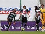 gelandang-newcastle-united-inggris-joe-willock-kiri-merayakan-gol-kedua-timnya.jpg
