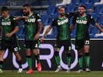 gelandang-sassuolo-domenico-berardi-dari-italia-r-merayakan-setelah-mencetak-gol.jpg
