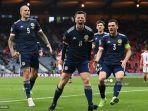 gelandang-skotlandia-callum-mcgregor-tengah-melakukan-selebrasi-setelah-mencetak-gol.jpg