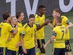 gelandang-swedia-emil-forsberg-2l-merayakan-dengan-rekan-satu-timnya-setelah-mencetak-gol-ke-2.jpg