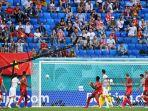 gelandang-swiss-denis-zakaria-saat-melakukan-gol-bunuh-diri-menghadapi-spanyol-di-euro-2021.jpg