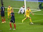 gelandang-ukraina-sergiy-sydorchuk-kanan-merayakan-gol-penyeimbang-timnya.jpg