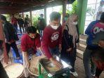 Tekan Ongkos Produksi, KKP Latih Pembudidaya Buat Pakan Ikan Berbahan Baku Lokal