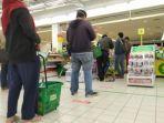 giant-dan-hero-supermarket-memberlakukan-social-distancing.jpg