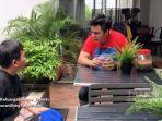 Dapat Kejutan Ini dari Baim Wong, Ibu Tukang Jamu Menangis Histeris Sampai Sujud : Alhamdulilah