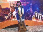 gitar-yang-dipahat-oleh-i-wayan-tuges_20171124_183008.jpg