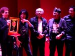 god-bless-band-legendaris-anugerah-bhakti-musik-indonesia-2020_20200312_173001.jpg
