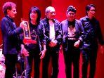 god-bless-band-legendaris-anugerah-bhakti-musik-indonesia-2020_20200312_173057.jpg