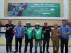 gojek-dan-pengendara-becak-motor-bekerja-sama-di-gorontalo_20180424_114042.jpg