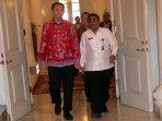 gubernur-ahok-memperkenalkan-gubernur-plt-soni-sumarsono_20161031_130035.jpg