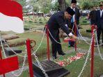 gubernur-bank-indonesia-ziarah-ke-tmp_20170811_083948.jpg