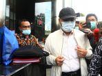 gubernur-bengkulu-rohidin-mersyah-diperiksa-kpk_20210118_202052.jpg