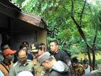 gubernur-dki-jakarta-basuki-tjahaja-purnama-ahok-menysuri-kali-ciliwung_20170220_184011.jpg