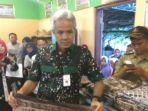 gubernur-jateng-ganjar-pranowo-dan-batik-tulis_20171214_132944.jpg