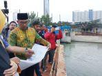 gubernur-jawa-barat-ridwan-kamil-meninjau-sungai-kalimalang-bekasi_20181016_040138.jpg