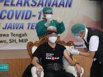 gubernur-jawa-tengah-ganjar-pranowo-disunti-vaksin-covid-19-di-rsud-tu.jpg