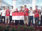 gubernur-jawa-timur-khofifah-indar-parawansa-memberi-sambutan-kepada-penggawa-timnas-u-22-indonesia.jpg