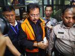 gubernur-riau-resmi-ditahan-kpk_20190712_131821.jpg