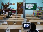 guru-semangati-siswa-melalui-pembelajaran-daring_20200608_203208.jpg
