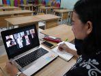 guru-semangati-siswa-melalui-pembelajaran-daring_20200608_203626.jpg