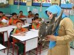 guru-sri-mulyati-ajarkan-pelajaran-pancasila-kelas-5-sd_20160603_151555.jpg