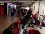h-1-jelang-lebaran-suasana-di-terminal-keberangkatan-bandara-syamsudin-noor-terlihat-lancar_20180614_160216.jpg