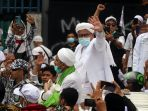 habib-rizieq-shihab-pulang-ke-indonesia_20201110_152458.jpg