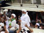 habib-rizieq-shihab-pulang-ke-indonesia_20201110_153708.jpg