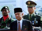 Kisah Habibie di Ujung Kekuasaan Soeharto (1) : Terima Telepon Mengejutkan dari Menko Ginandjar