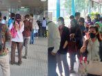 halte-transjakarta-dipadati-penumpang-pagi-ini-waktu-tunggu-bus-hingga-20-menit.jpg