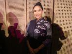happy-salma-bikin-film-pendek-untuk-melestarikan-batik_20181001_214522.jpg