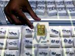 harga-emas-batangan-antam-mencapai-rp-1022000-per-gram_20200728_174758.jpg