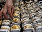 harga-emas-mulai-naik_20150723_201237.jpg