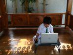 hari-pertama-sekolah-dengan-sistem-daring_20200714_011407.jpg