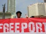 hmi-jakarta-kumpulkan-tanda-tangan-dukung-usir-freeport_20151206_213822.jpg