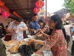 Holiday Inn & Suites Jakarta Gajah Mada Bagi Berkah Imlek di Wihara Tua Jakarta