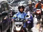 Pengendara Motor Wajib Tahu, Kenali Risiko Berkendara Saat Hujan