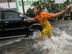 hujan-tak-kunjung-reda-jakarta-dikepung-banjir_20150209_190936.jpg