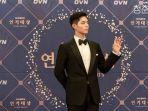 hye-jun-dalam-acara-ovn-drama-awards-record-of-youth.jpg