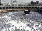 ibadah-salat-jumat-di-masjidil-haram-di-tengah-suhu-panas_20190726_193218.jpg