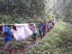 Seorang Ibu Hamil yang Hendak Melahirkan Ditandu 6 Jam ke Puskesmas, Harus Lewati Hutan Berbukit
