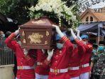 FOTO-FOTO Jenazah Ibunda Jokowi Disalatkan dan Diberangkatkan ke Lokasi Pemakaman