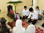 ibunda-presiden-jokowi-dimakamkan-di-solo_20200326_203335.jpg