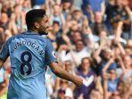 VIDEO Ilkay Guendogan Santai Rapikan Rambut Sebelum Bobol Gawang Liverpool